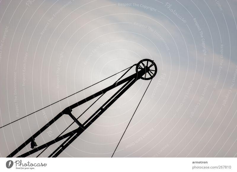 Himmelwärks blau alt Wolken kalt Luft Metall Arbeit & Erwerbstätigkeit groß Seil Hilfsbereitschaft Technik & Technologie Konstruktion Kran bauen eckig Industrieanlage