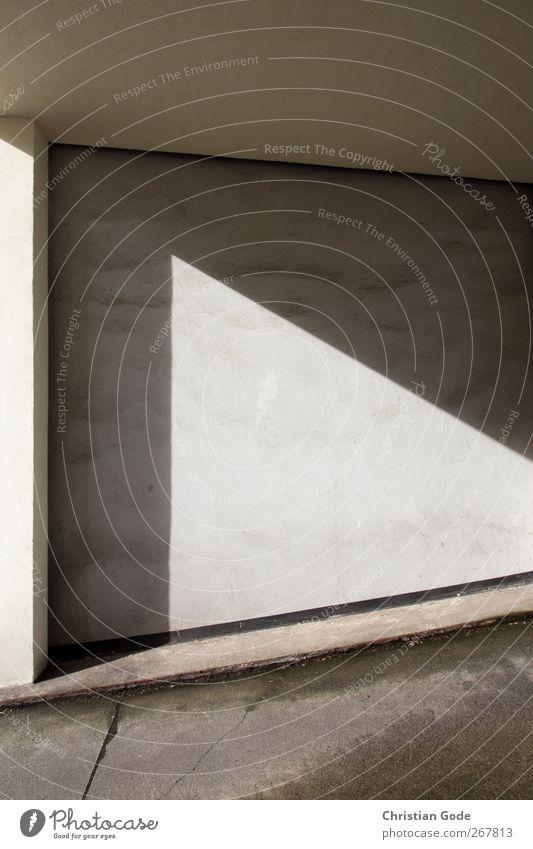 Lichteck Stadt Menschenleer Haus Bauwerk Gebäude Architektur Mauer Wand Fassade Stein weiß Dreieck Säule Bürgersteig Wege & Pfade Einfahrt Decke Straße