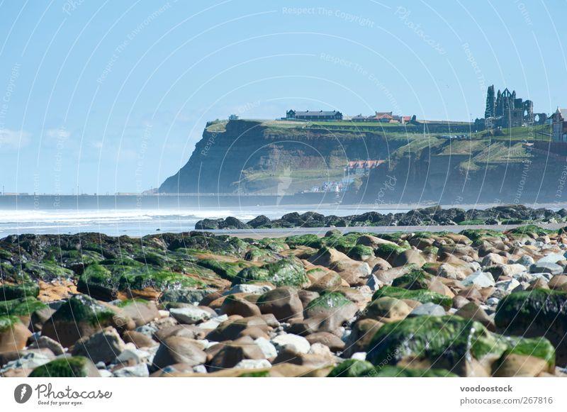 Whitby Coast Line Strand Luft Wasser Himmel Nordsee Sehenswürdigkeit Wahrzeichen whitby Abtei Ferien & Urlaub & Reisen frisch north yorkshire England