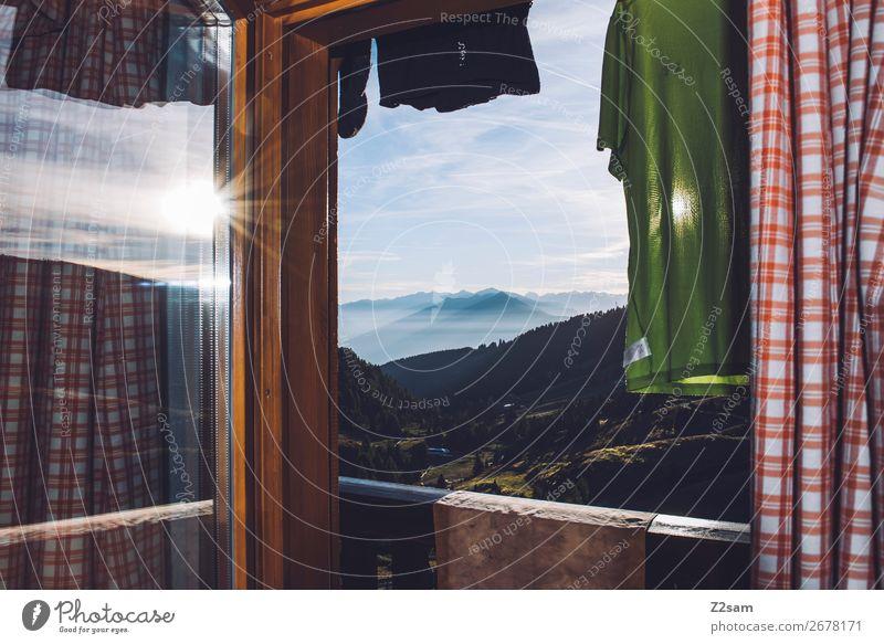 Hüttenaussicht Berge u. Gebirge wandern Natur Landschaft Sonne Sommer Schönes Wetter Alpen Fenster T-Shirt frisch hoch natürlich Abenteuer Erholung Idylle