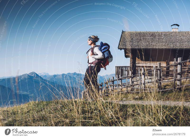 Wanderin auf dem E5 Fernwanderweg | Meran Freizeit & Hobby Ferien & Urlaub & Reisen Berge u. Gebirge wandern Junge Frau Jugendliche 30-45 Jahre Erwachsene Natur