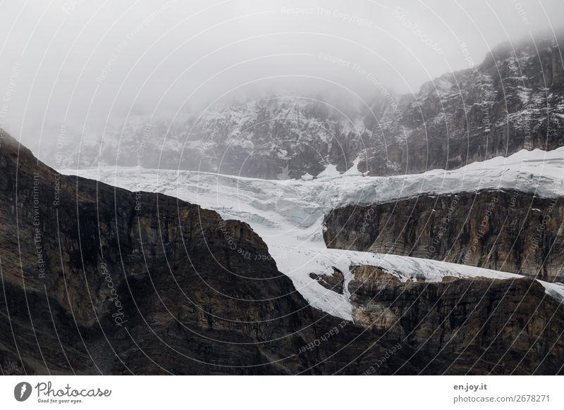 Überreste Ferien & Urlaub & Reisen Natur Landschaft Berge u. Gebirge Umwelt kalt Schnee Tourismus Felsen Zufriedenheit Eis Nebel Zukunft Vergänglichkeit Klima