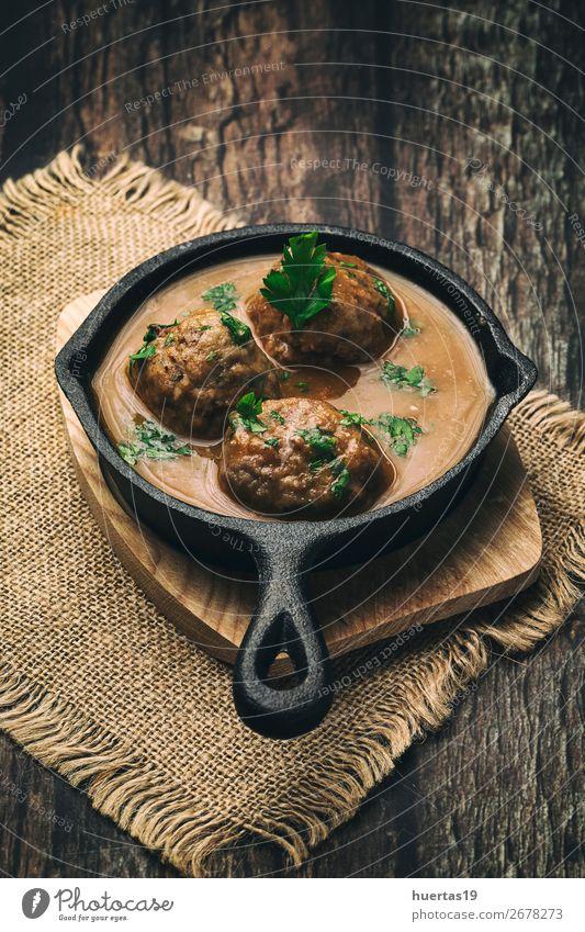 rot Lebensmittel Kunst braun oben lecker Kräuter & Gewürze Tradition Geschirr Teller Abendessen Fleisch Mittagessen vertikal gebastelt Wurstwaren