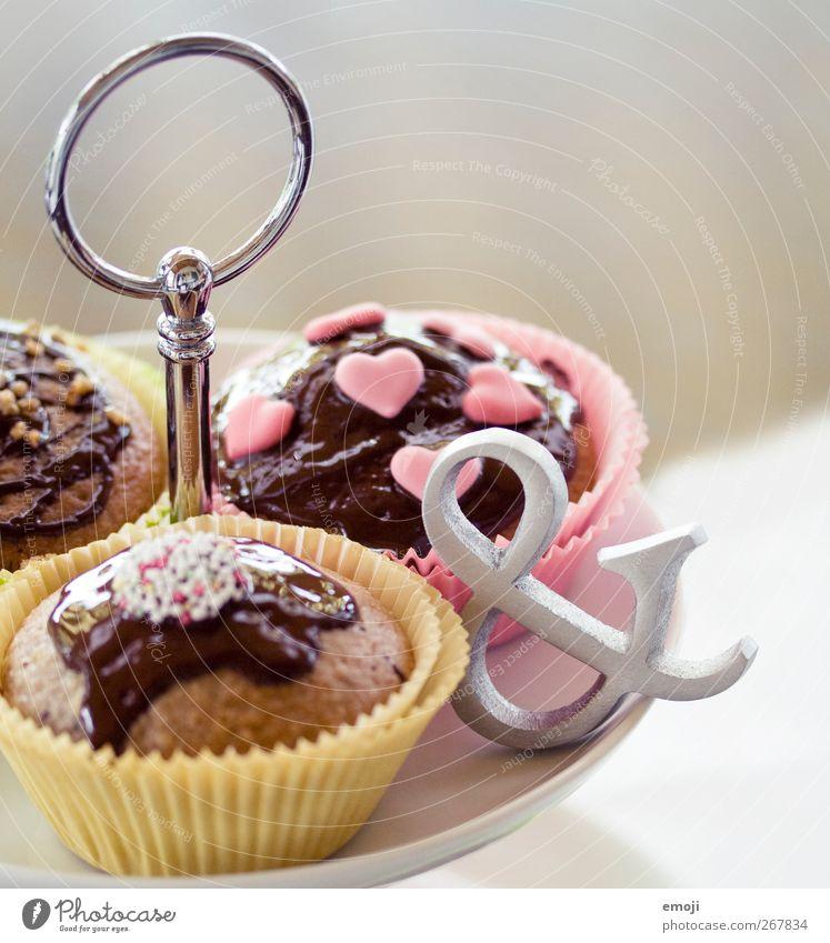 na und? Kuchen Süßwaren Schokolade Ernährung Fingerfood Etagere lecker ungesund Muffin Zeichen Kalorie Kalorienreich süß Farbfoto Innenaufnahme Nahaufnahme
