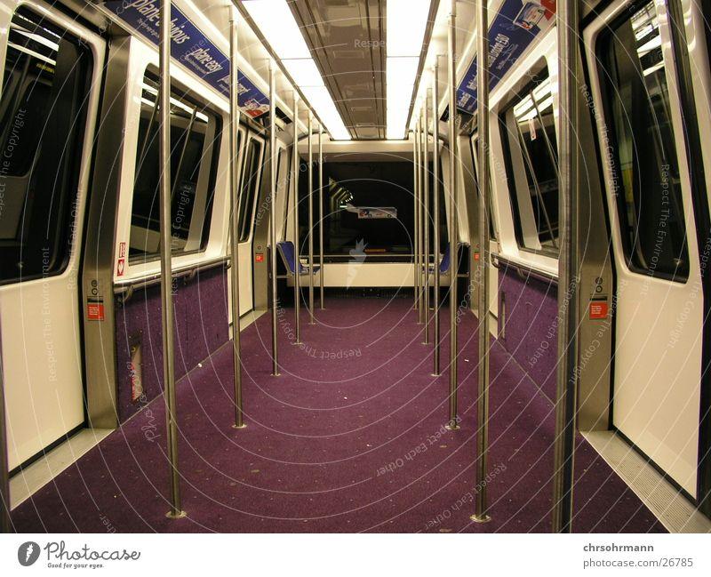 Missed Call Eisenbahn Wagen leer Nacht Tunnel Schuhe Verkehr