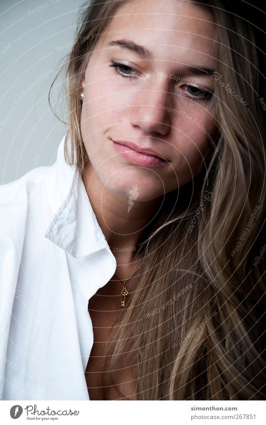 portrait Mensch Frau schön Leben Erotik Haare & Frisuren natürlich braun Business blond Erfolg Studium Beautyfotografie Hemd Sitzung Karriere