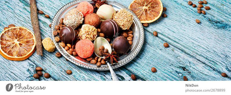 Sortiment von Schokoladenbonbons Bonbon süß Dessert Lebensmittel lecker Kakao geschmackvoll Zucker Konfekt Kalorie Trüffel gemischt Konditorei Versuchung rund