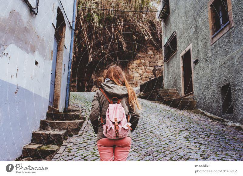 Touristenfrau zu Besuch in Porto, Portugal. Lifestyle Ferien & Urlaub & Reisen Tourismus Abenteuer Sightseeing Frau Erwachsene Kultur Landschaft Fluss Stadt