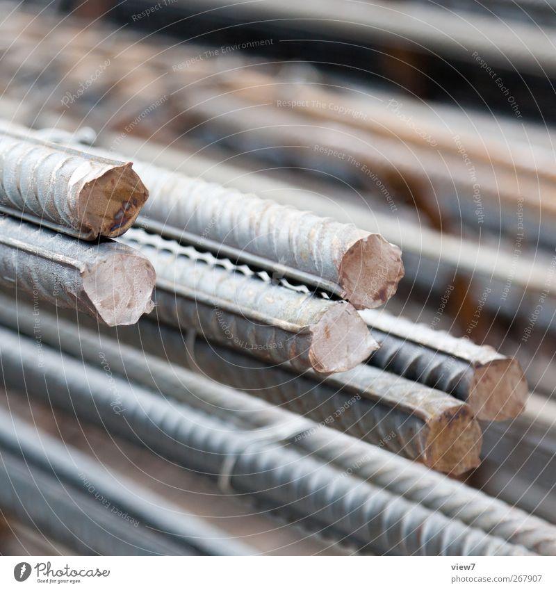 STAHL alt Metall Beton authentisch Baustelle einfach lang Stahl Rost Handwerk Handel Material Stapel Stab Klischee Baugrundstück