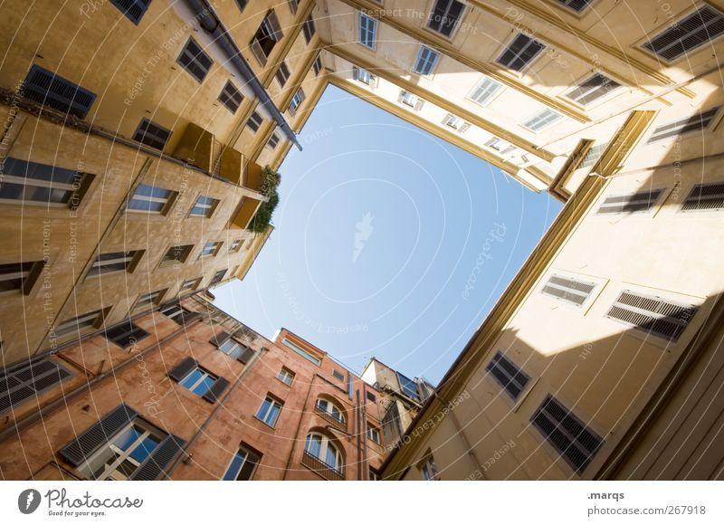 Oben schön Sommer Haus Fenster Architektur Gebäude Fassade außergewöhnlich hoch Perspektive Häusliches Leben Lifestyle Italien Bauwerk Wolkenloser Himmel Rom