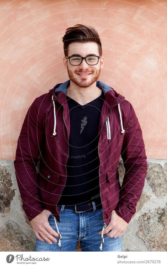 Cooler, gutaussehender Typ mit Brille Lifestyle Stil Glück Körper Leben Erholung Mensch maskulin Junge Mann Erwachsene Mode Hemd Vollbart Denken stehen warten