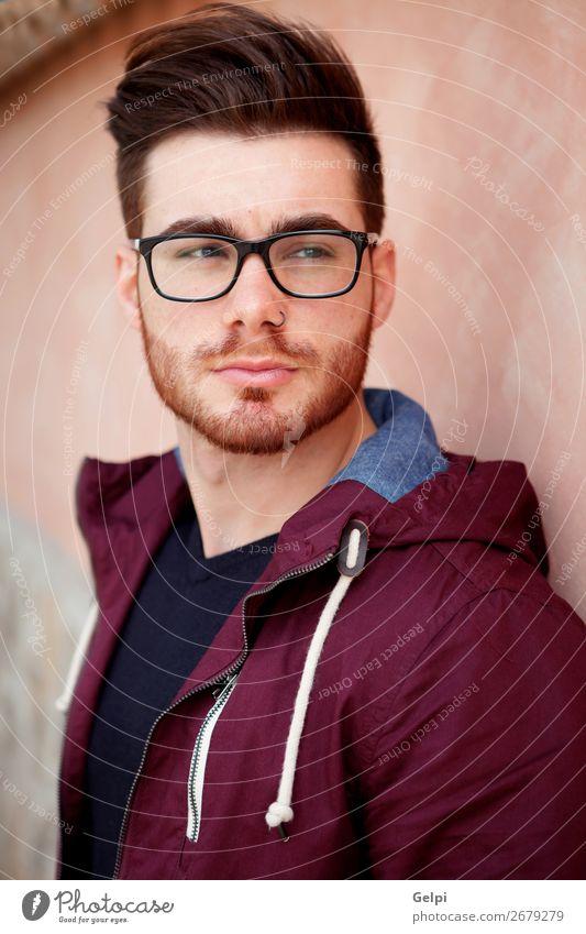 Cooler, gutaussehender Typ mit Brille Lifestyle Stil Glück Körper Leben Erholung Mensch maskulin Junge Mann Erwachsene Mode Vollbart Denken warten Erotik modern