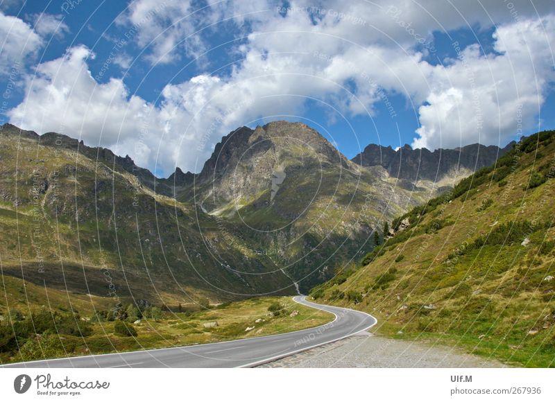 der Weg I Himmel Natur grün Ferien & Urlaub & Reisen Sommer Wolken ruhig Erholung Umwelt Landschaft Straße Berge u. Gebirge Bewegung träumen Klima wild