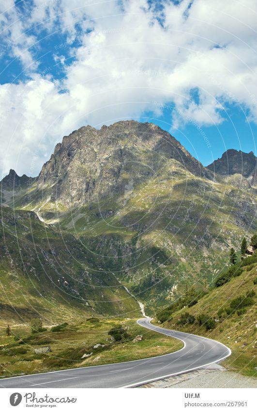 der Weg II Natur grün Ferien & Urlaub & Reisen Sommer ruhig Ferne Erholung Landschaft Berge u. Gebirge Reisefotografie Alpen Verkehrswege Straßenverkehr Pass