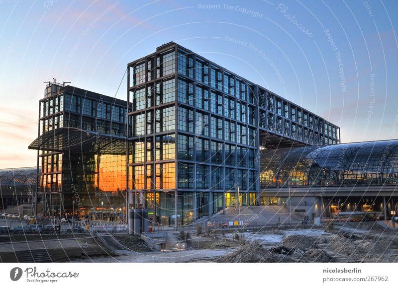 Abfahrt!! näxt stoppp: Hiddensee Stadt Ferien & Urlaub & Reisen Sonne Sommer Fenster Berlin Architektur Gebäude Metall Verkehr modern Tourismus Dach