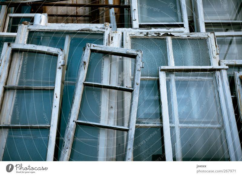 Fensterplatz blau alt weiß schwarz Fenster Holz Glas Wandel & Veränderung Vergänglichkeit Renovieren