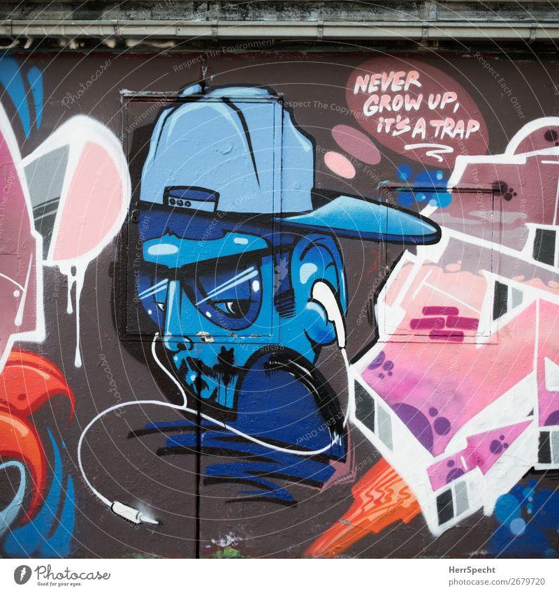 Forever young Kunst Kunstwerk Stadtzentrum Mauer Wand Schriftzeichen Graffiti trendy einzigartig mehrfarbig Straßenkunst Jugendkultur Baseballmütze