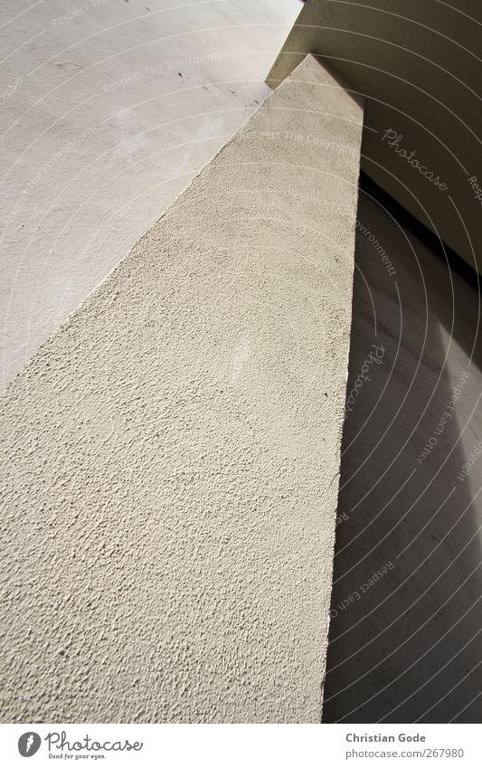 Flächenlinie Menschenleer Bauwerk Gebäude Architektur Mauer Wand Fassade schwarz Säule Rauputz Digaonal vertikal Lichtspiel Schattenspiel Schattenseite
