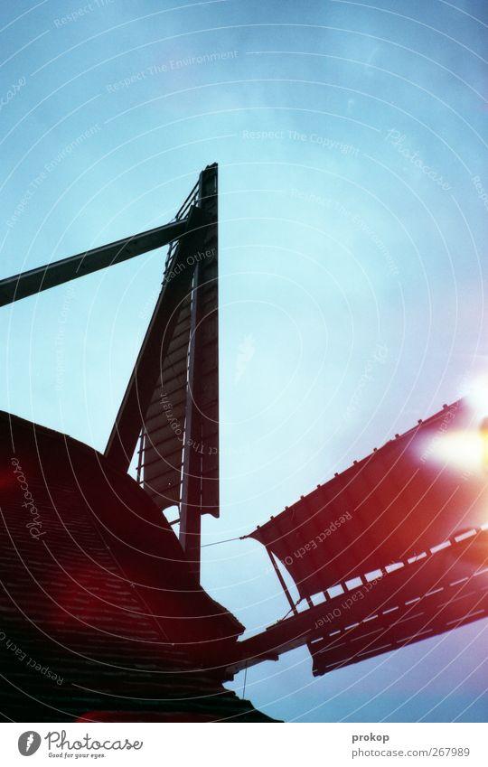 Der Mut des Don Quixote Himmel Wolkenloser Himmel Haus Bauwerk Gebäude Architektur drehen alt bedrohlich dunkel gigantisch groß Rad Windmühle Windmühlenflügel
