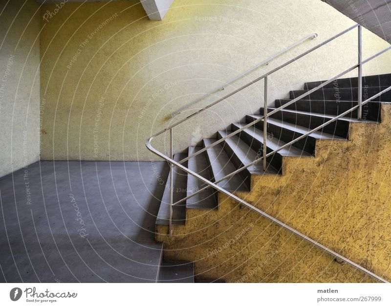 scala Stadt Menschenleer Mauer Wand Treppe ästhetisch Sauberkeit gelb grau Treppenhaus Treppengeländer Geländer Gedeckte Farben Innenaufnahme Licht Kontrast