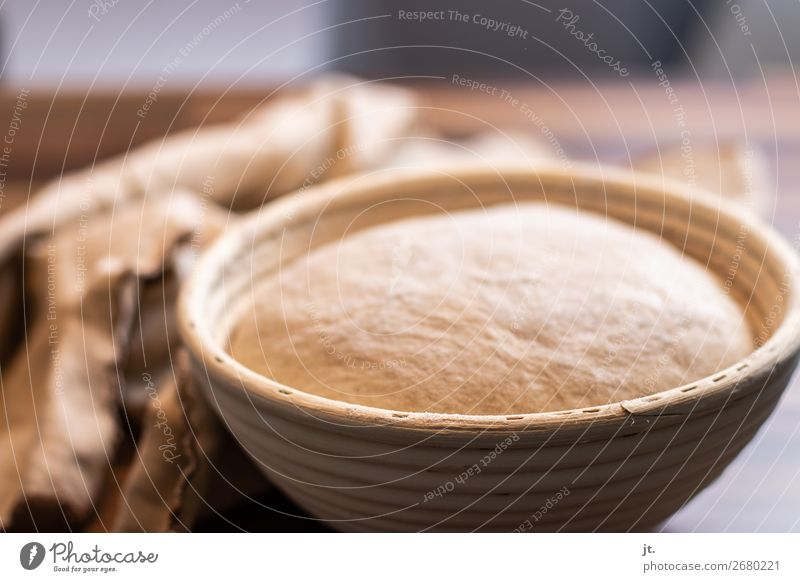 Brotteig im Gärkörbchen Lebensmittel Ernährung Abendessen Bioprodukte Gesunde Ernährung Häusliches Leben Küche Erntedankfest Bäcker Bäckerei Teigwaren Holz