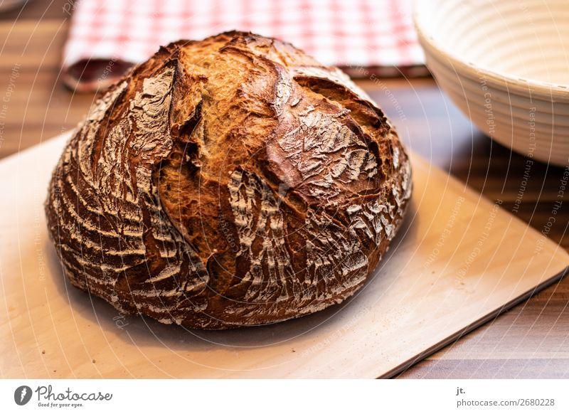 frisch gebackenes Brot Lebensmittel Abendessen Bioprodukte Gesunde Ernährung Häusliches Leben Küche Erntedankfest Bäcker Bäckerei Holz Duft lecker braun