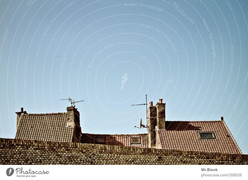 dächer bergues Frankreich Europa Dorf Haus alt blau braun Dach Schornstein Antenne Mauer Farbfoto Außenaufnahme Menschenleer Textfreiraum oben Tag