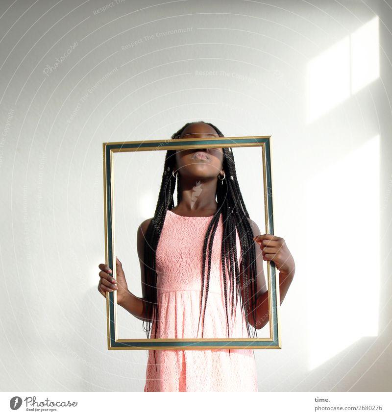 Art of Gloria Mensch schön Mädchen Leben lustig feminin Raum Kommunizieren Kindheit stehen Kreativität Neugier entdecken Schutz festhalten Kleid