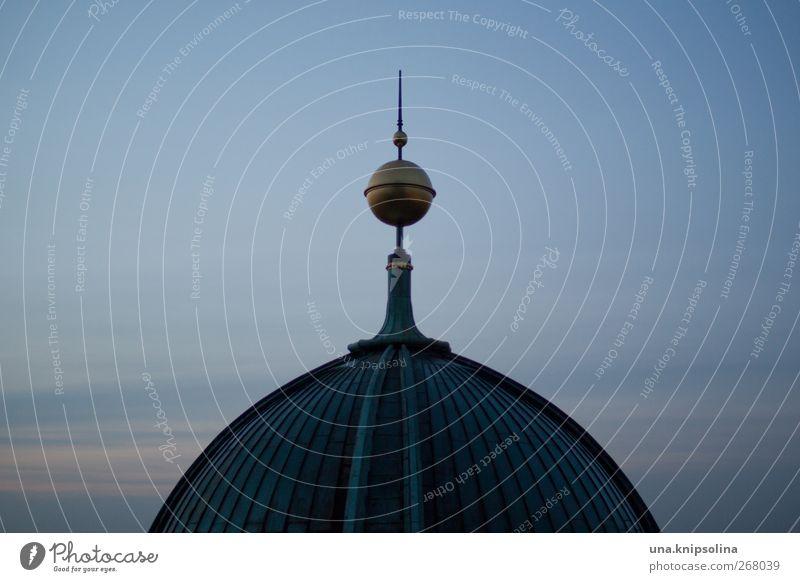 bruwapi Himmel alt dunkel Religion & Glaube gold Kirche rund Macht Dach Bauwerk Denkmal Sehenswürdigkeit Kugel Dom Kuppeldach Berlin