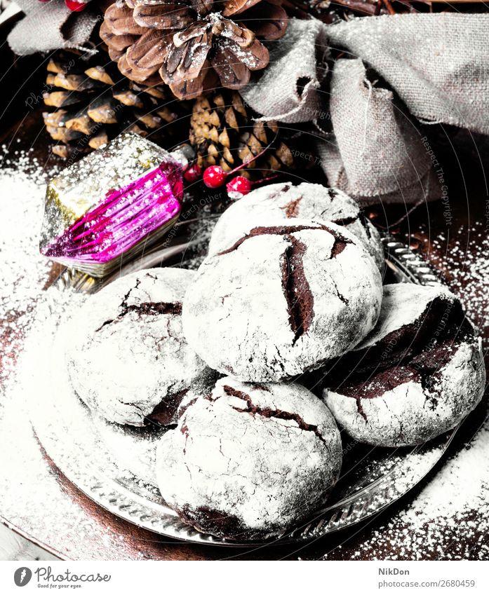 Schokoladenkekse für Weihnachten Keks süß Feiertag Dessert Winter traditionell festlich Biskuit gebacken selbstgemacht Zuckerguß Kuchen rustikal weiß Bonbon
