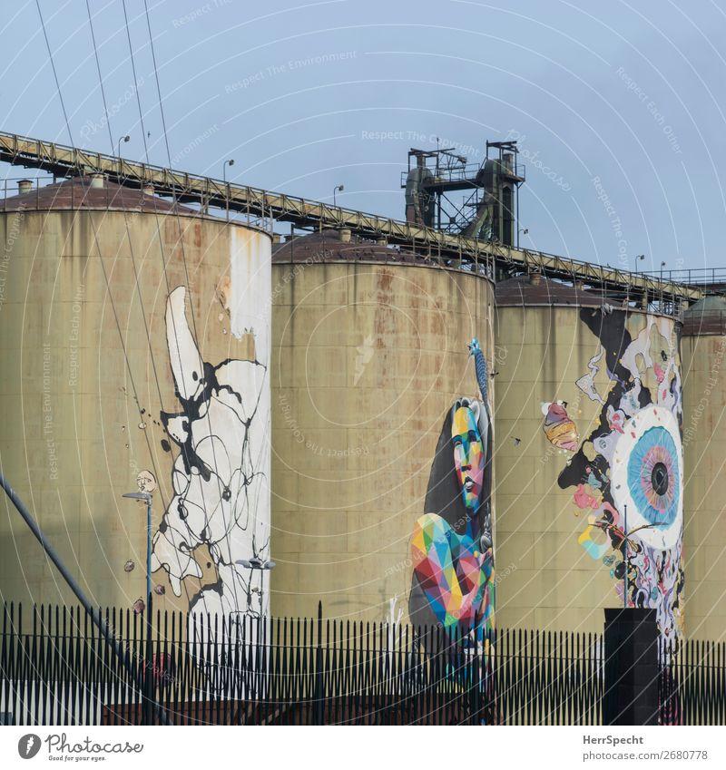 Verschönerungsversuch Kunst Kunstwerk Gemälde Catania Industrieanlage Fabrik Bauwerk Gebäude Architektur Graffiti ästhetisch außergewöhnlich groß Stadt Zylinder