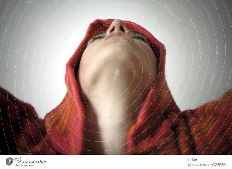 alles Gute kommt von... oben! Lifestyle Leben Gesicht Gesicht von unten 1 Mensch Tanzen Tänzer Hippie Kapuzenpullover Umhang Kommunizieren Blick warten Gefühle