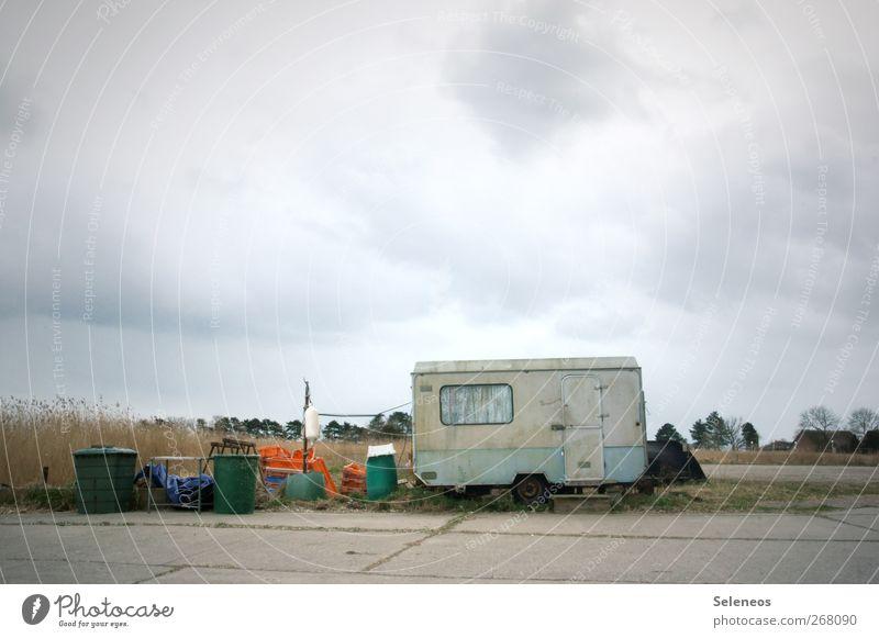 liegen bleiben Himmel Natur alt Wolken Einsamkeit Umwelt Fenster Freiheit Tür dreckig Ausflug Abenteuer Sträucher Angeln Handel Wohnwagen