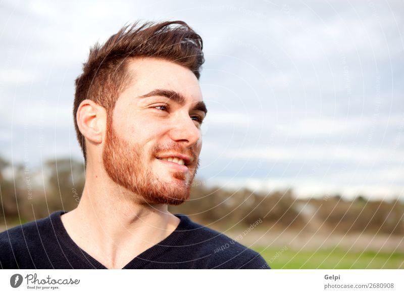 Cooler, gutaussehender Typ, der lächelt. Lifestyle Stil Glück Körper Leben Erholung Mensch maskulin Junge Mann Erwachsene Mode Hemd Vollbart Denken Lächeln