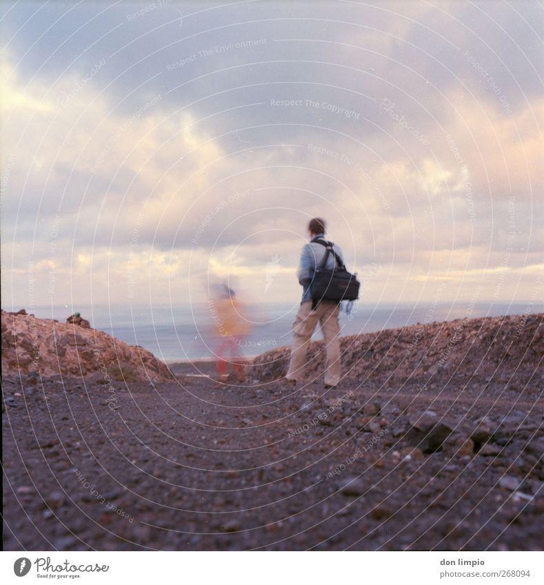 starke winde Ferien & Urlaub & Reisen Ausflug Insel Mensch 2 Fuerteventura rennen Bewegung gehen laufen wandern Zusammensein Ferne analog Wege & Pfade Steinweg