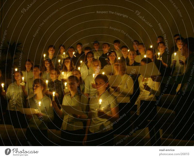 Chor mit Kerzen singen Lied Gesang Menschengruppe Singend Romatik Kirchenchor Weihnachten & Advent Lobpreis