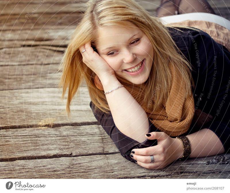 lebe bunter Mensch Jugendliche schön Erwachsene feminin Wärme lachen liegen Junge Frau Fröhlichkeit 18-30 Jahre Lächeln Lebensfreude positiv Optimismus