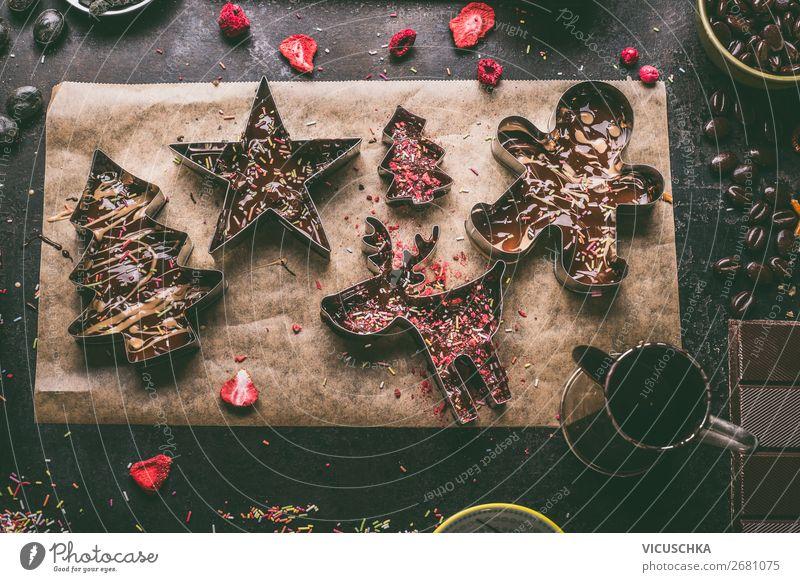 Selbstgemachte Schokolade mit Füllung für Weihnachten Lebensmittel Süßwaren Ernährung Festessen Geschirr Stil Design Winter Dekoration & Verzierung Party