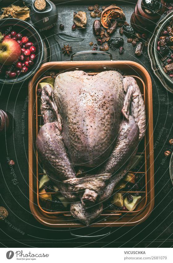 Ganze Pute Zubereitung Lebensmittel Fleisch Kräuter & Gewürze Ernährung Festessen Stil Design Tisch Party Restaurant Feste & Feiern Erntedankfest