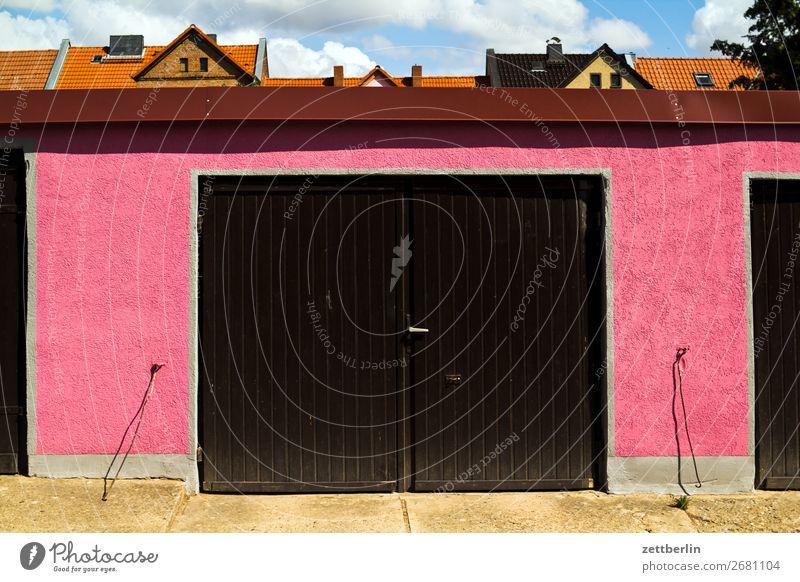 Garageneinfahrt Stadt Farbe Textfreiraum Tür geschlossen Tor Eingang Kleinstadt Griff Wohngebiet knallig Einfahrt Reihenhaus