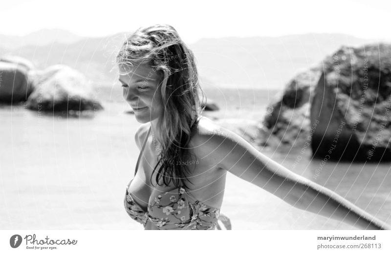 marmeladenglasmoment. Mensch Jugendliche schön Ferien & Urlaub & Reisen Sonne Meer Sommer Strand Erwachsene Ferne feminin Freiheit Zufriedenheit Insel