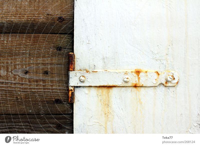 Mee(h)r Rost weiß Fenster Wand Mauer braun Wetter gold Fassade Armut ästhetisch retro Balkon Terrasse Hafenstadt Fischerdorf