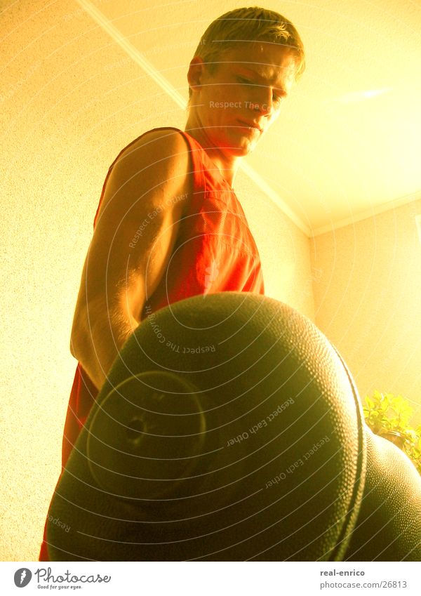Gewicht heben Mann Sport Kraft Muskulatur üben Hantel