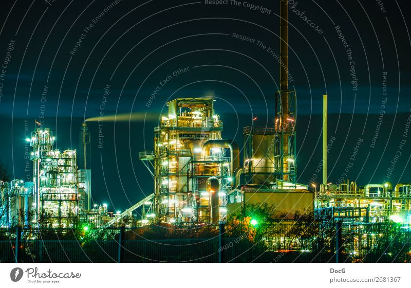 Chemical Factory at Night Technik & Technologie Wissenschaften Fortschritt Zukunft High-Tech Energiewirtschaft Industrie Chemieindustrie Chemiewerk Fabrik