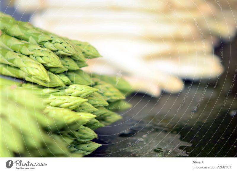 grün weiß Lebensmittel Gemüse Ernährung Bioprodukte Vegetarische Ernährung Diät frisch lecker Gesunde Ernährung Spargel Spargelzeit Spargelkopf Spargelspitze