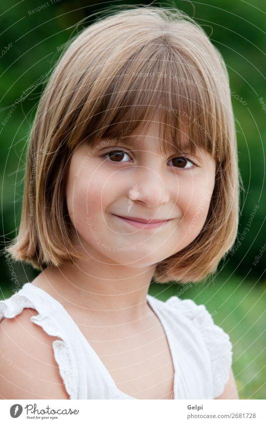 Kleines Mädchen mit einem schönen Lächeln Lifestyle Freude Glück Gesicht Leben Kind Mensch Frau Erwachsene Kindheit Mund blond Fröhlichkeit klein niedlich