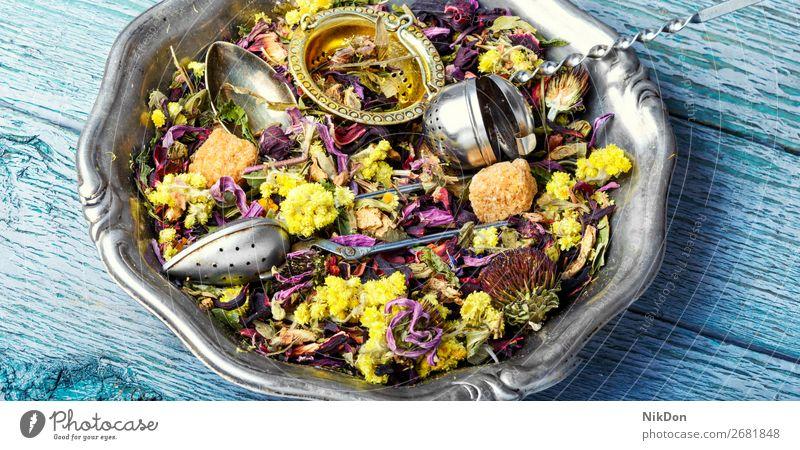 Trockener Kräutertee Tee Blatt trinken Kraut Gesundheit natürlich trocknen Kräuterbuch Antioxidans Pflanze Blume aromatisch Löffel Haufen Aroma Blütenblatt