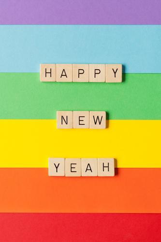Happy New Yeah! Farbe Freude Holz Gefühle Glück Feste & Feiern Spielen außergewöhnlich Zusammensein Freundschaft Dekoration & Verzierung Schriftzeichen