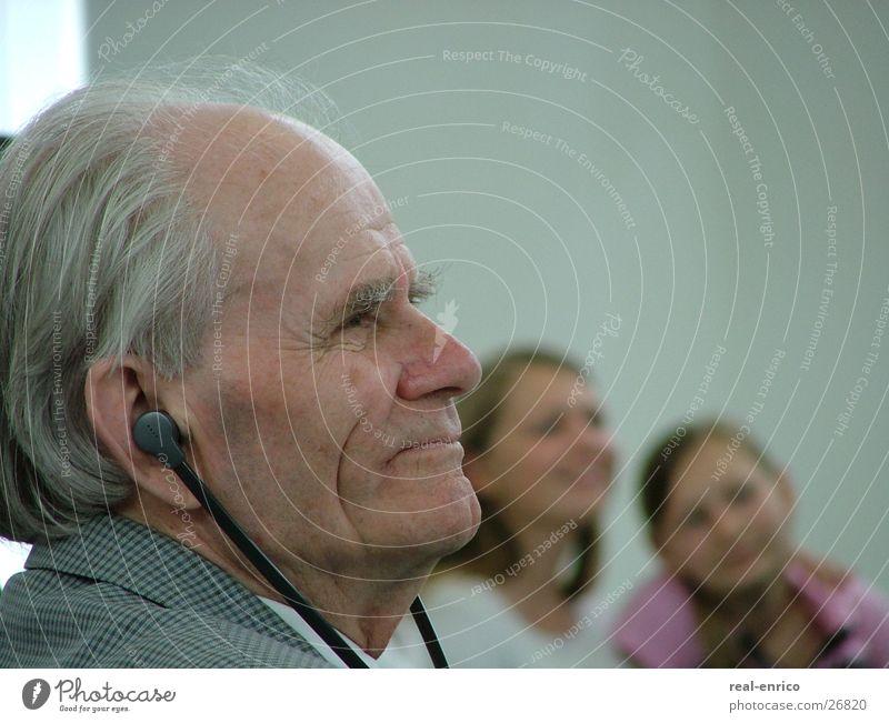 Opa und seine Girls Mann Jugendliche Senior Familie & Verwandtschaft Großeltern Mensch Großvater Hörgerät Männlicher Senior