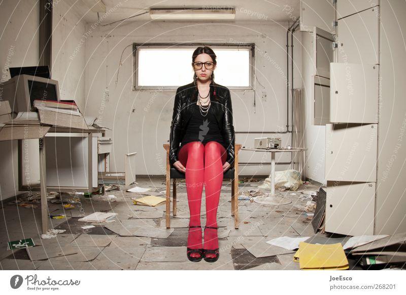 #268201 Wohnung Raum Studium Büroarbeit Arbeitsplatz Frau Erwachsene Leben Mode Strumpfhose Brille schwarzhaarig Erholung sitzen träumen warten Coolness trendy